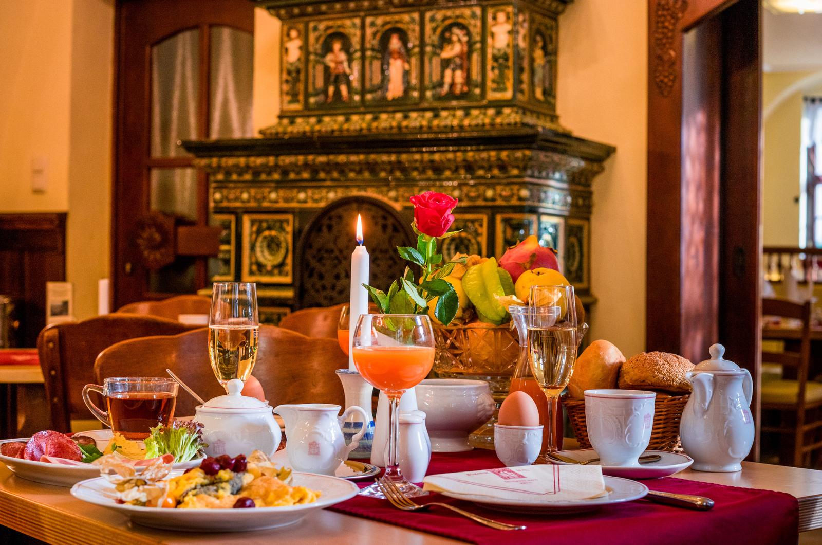 Restaurant mit historischem Ofen